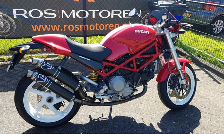 Vergelijkingstest Ducati Monster S2R 1000 (93pk 94nm) - Ducati Monster S4R (130pk 104nm).