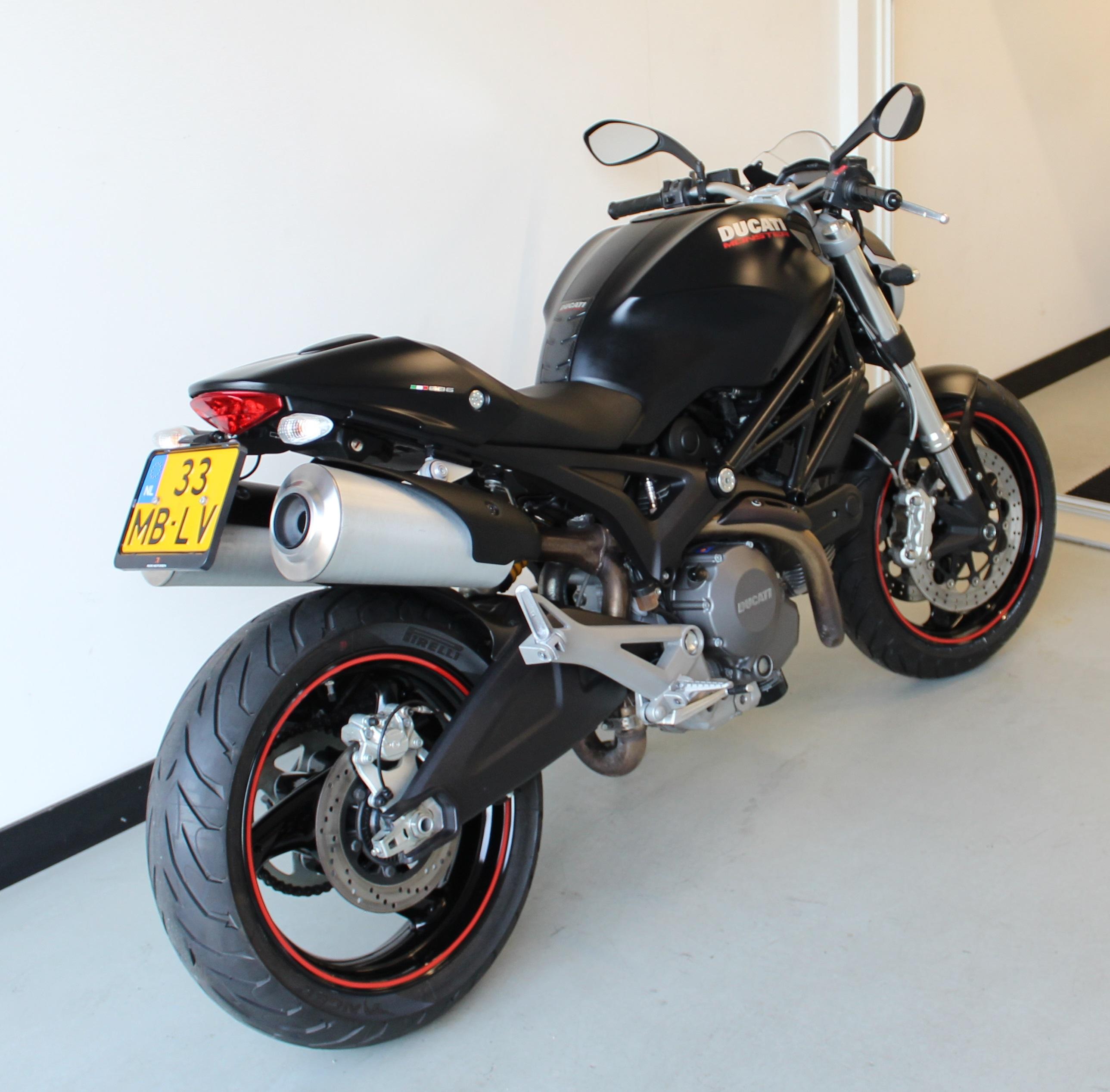La nueva generaciòn naked Ducati monster 696 | TecnoAutos.com